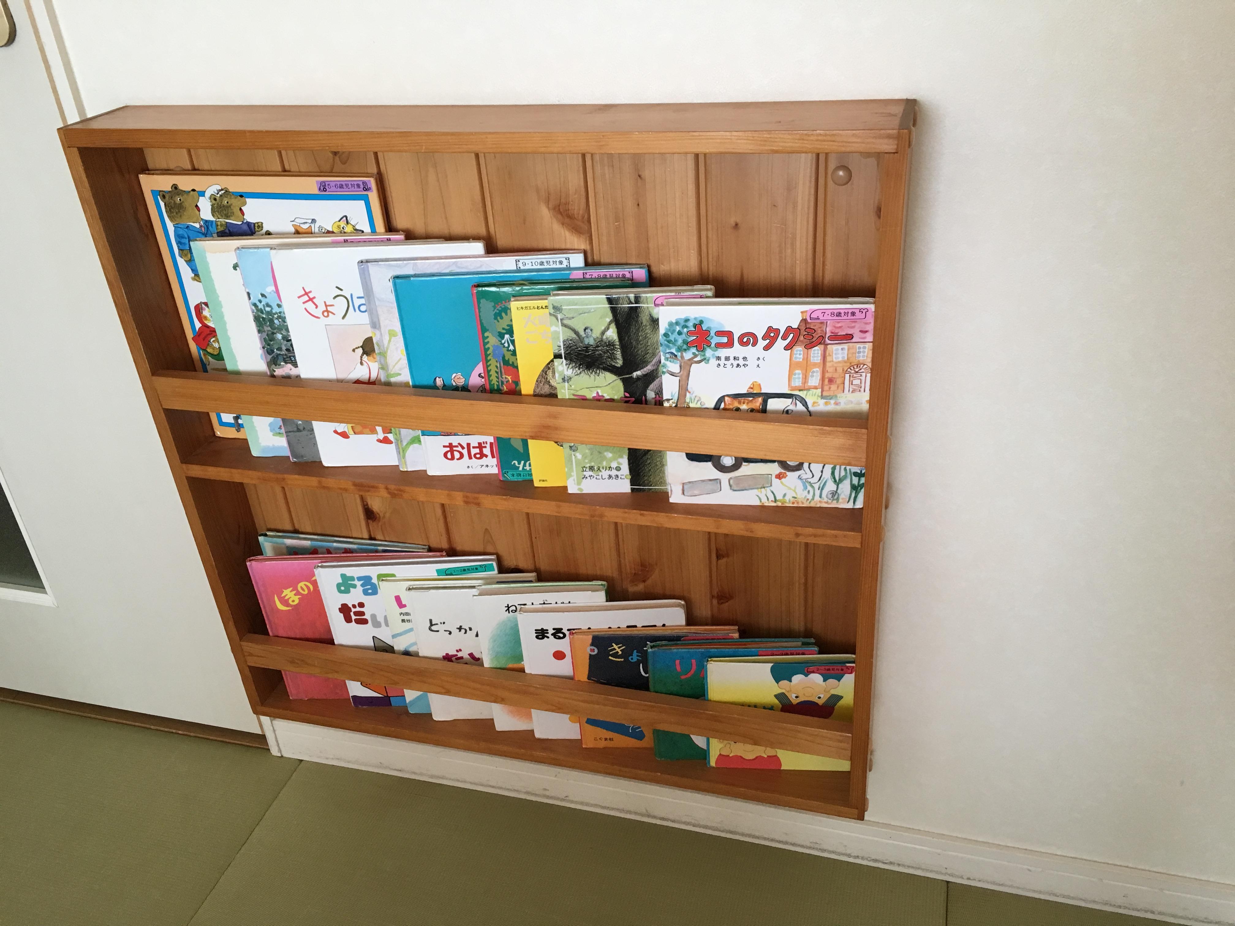 ホテルの部屋にある本棚
