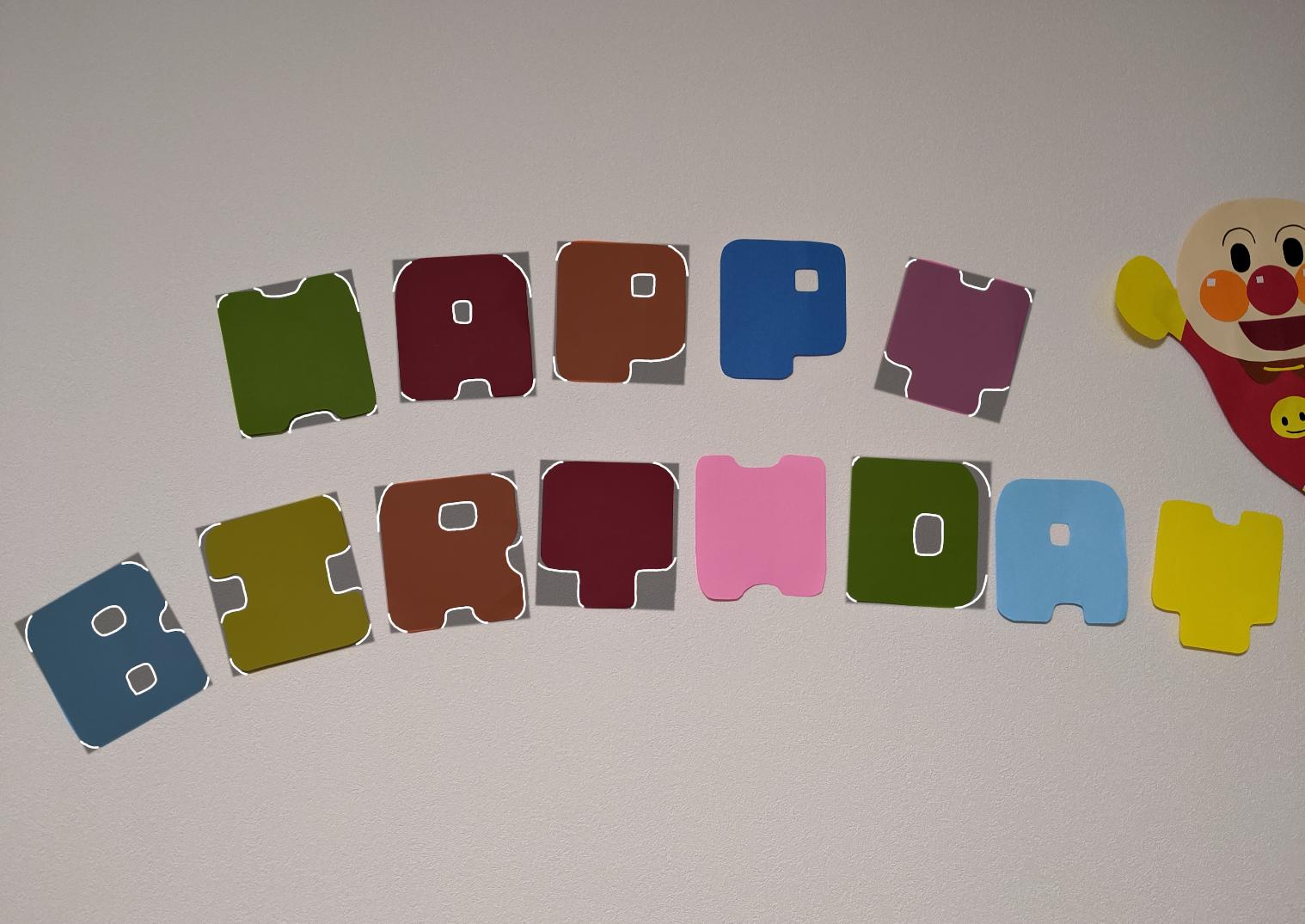 HAPPY BIRTHDAYの画用紙で切った写真