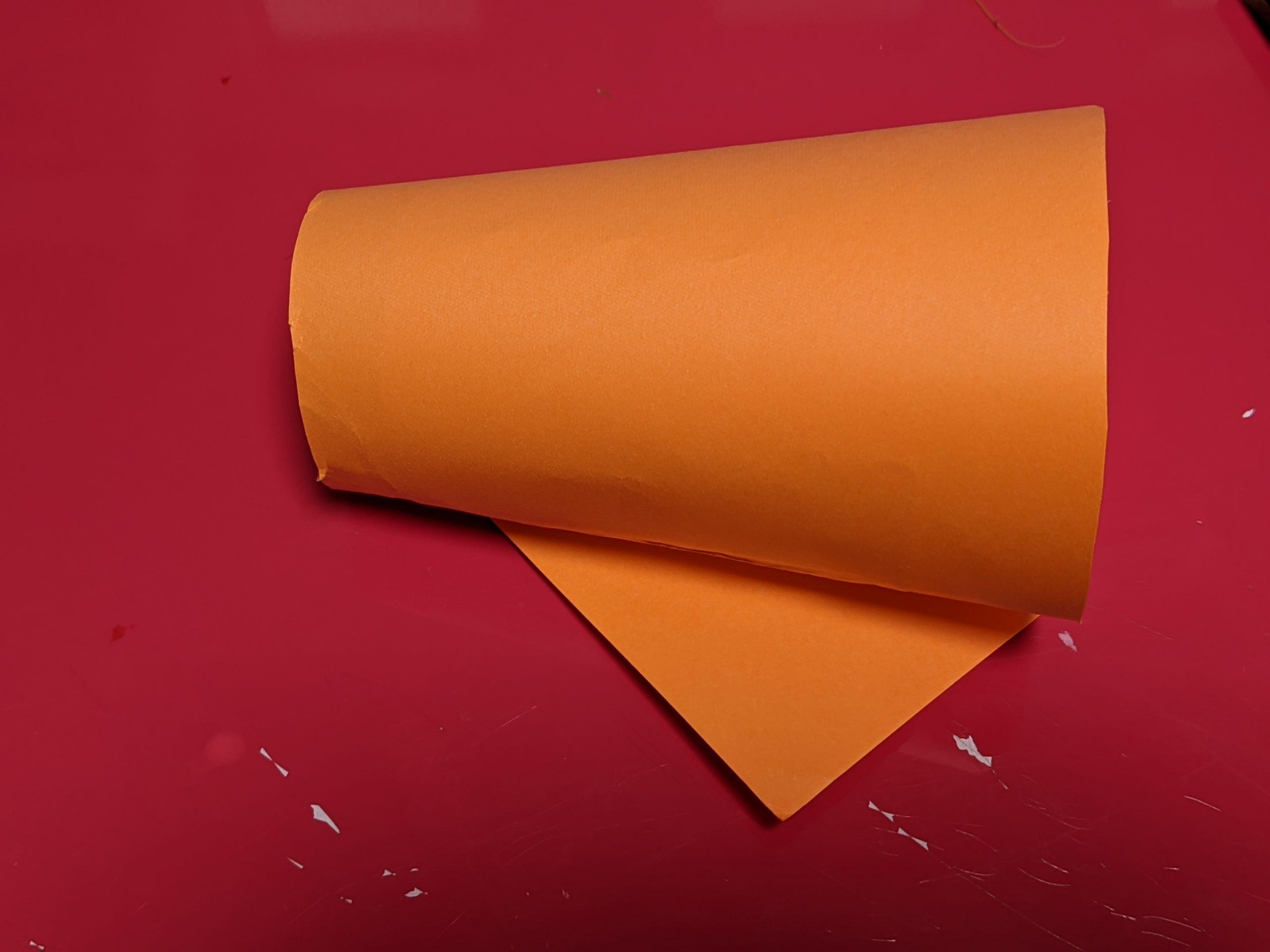 紙コップに画用紙を巻きつける2