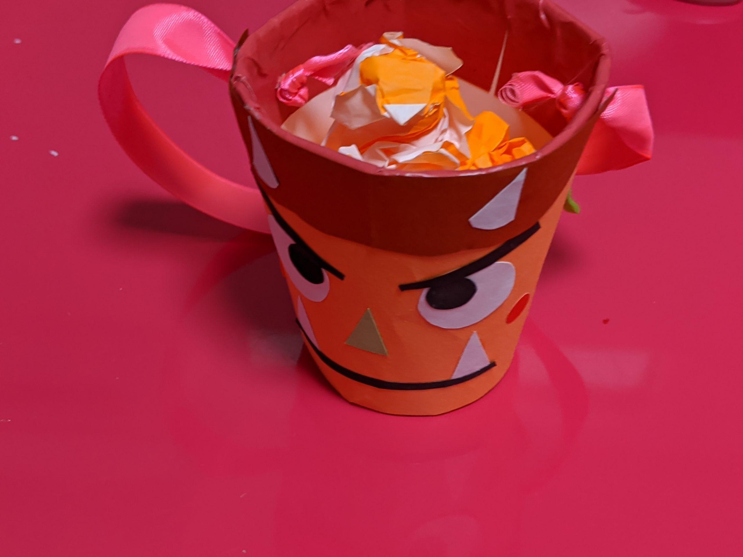 色紙で作った豆と豆を入れるカップカップ